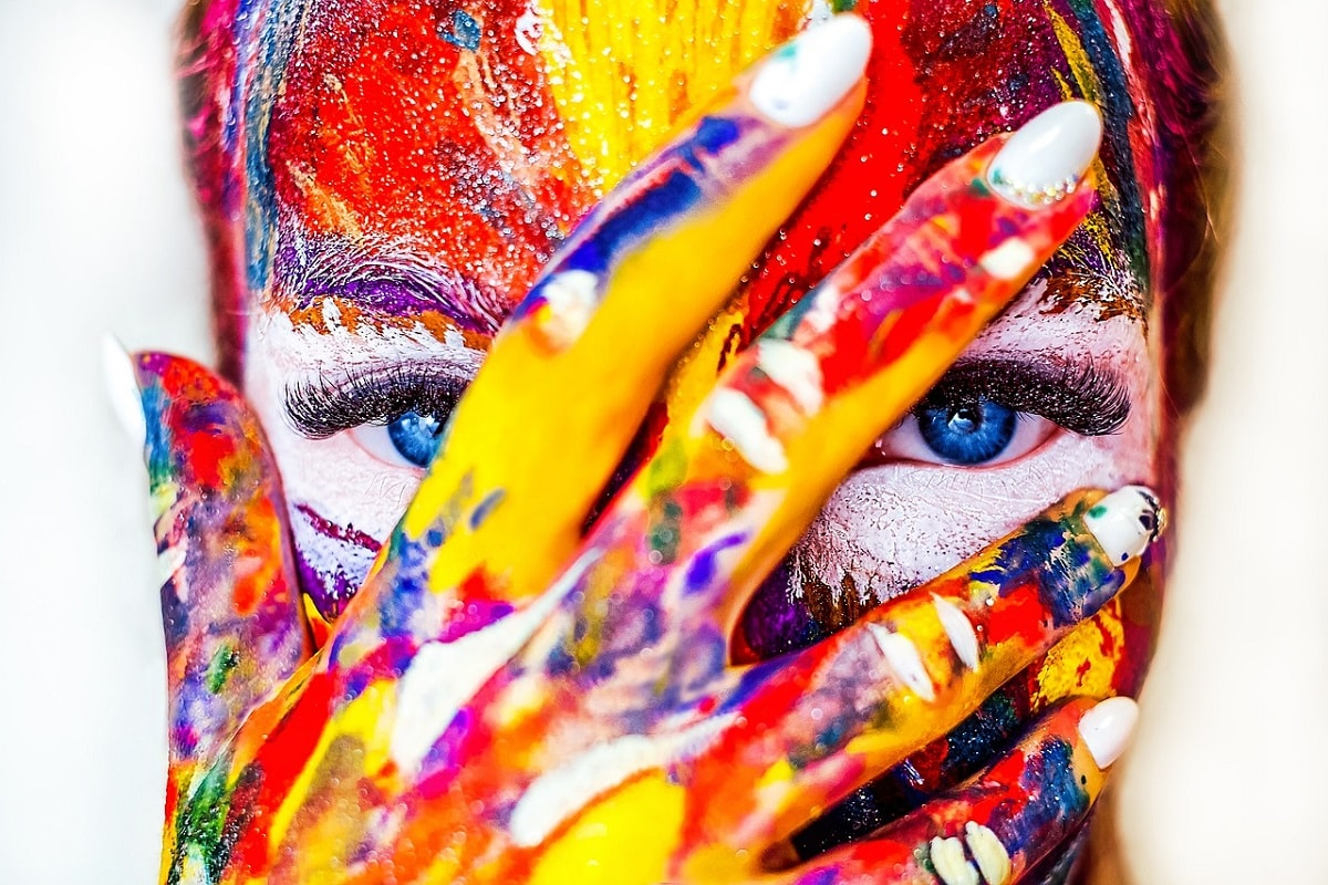 Bunt bemaltes Gesicht. (Foto: Alexandr Ivanov, Pixabay.com, Creative Commons CC0)