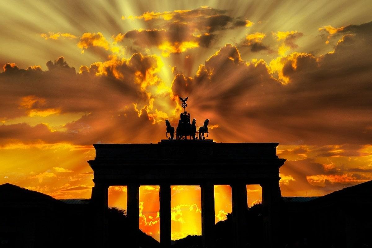 Mehr als Aufstehen in Berlin-Mitte gegen Rassismus, Krieg und Ausbeutung