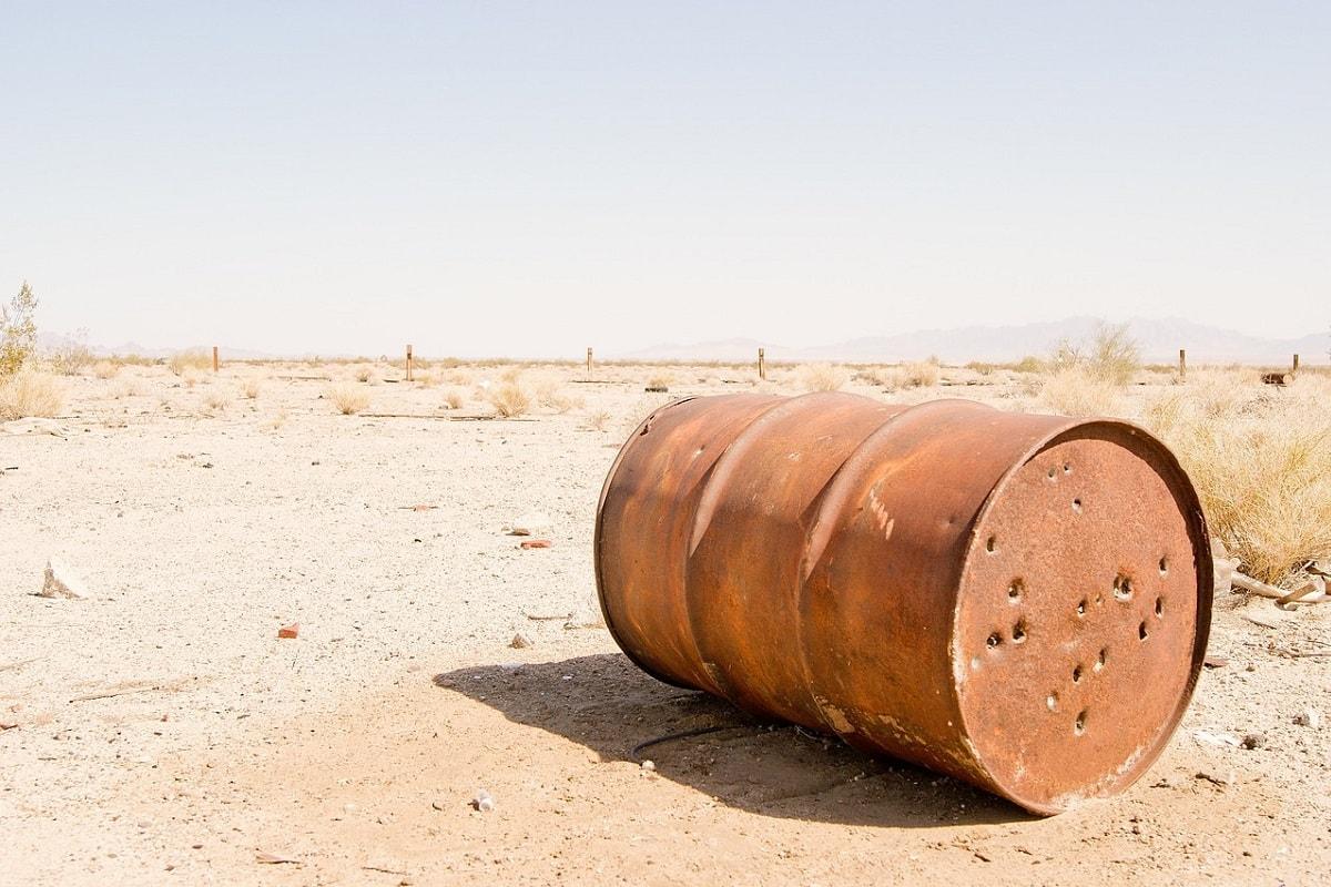 Ölfass mit Löchern in der Wüste von Texas. (Foto: Max Yakovlev, Pixabay.com,Creative Commons CC0)