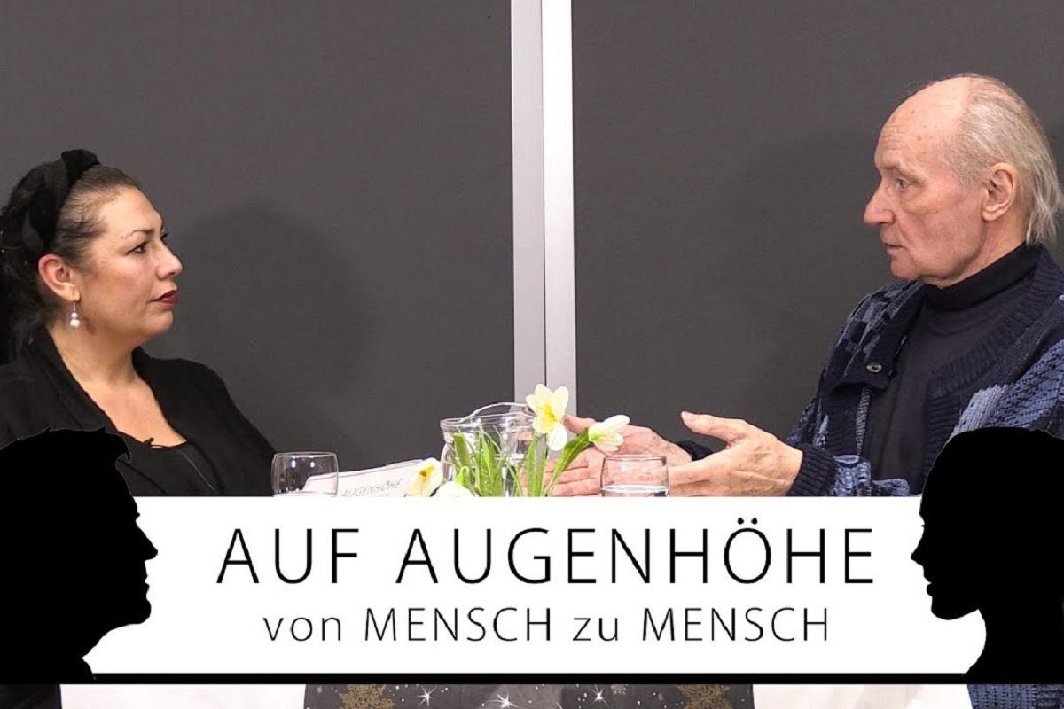 Auf Augenhöhe. Moderatorin Paula P'Cay und Eugen Drewermann im Gespräch. (Foto: Idealism Prevails)