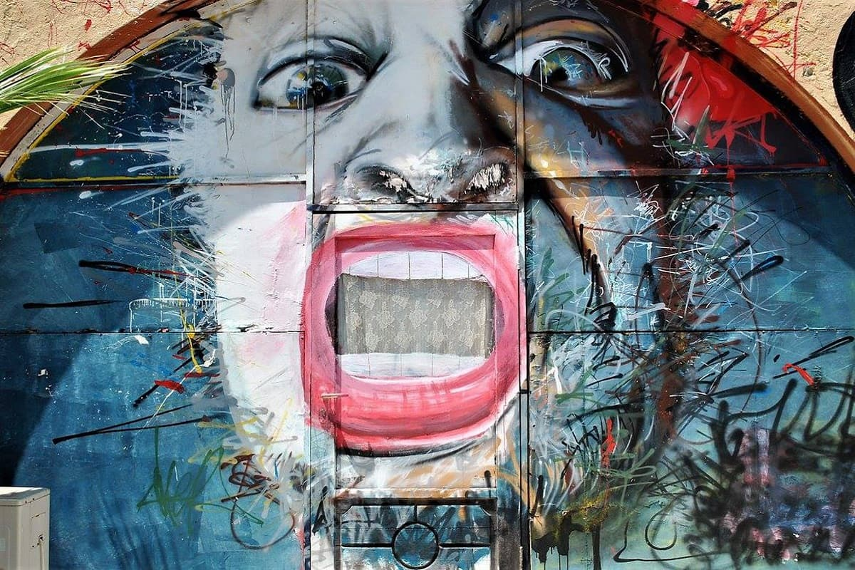 Graffities gehören in der Kommune ebenso zum Bild wie Straßenkünstler. (Foto: Hailey Moeller, Unsplash.com)